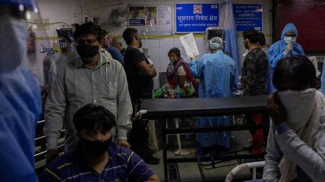 India menghadapi lonjakan kasus Covid-19 hingga membuat rumah sakit kewalahan menampung pasien.