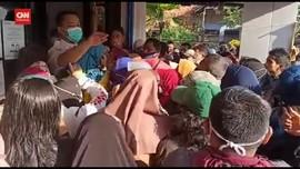 VIDEO: Demi Bantuan UMKM, Warga Rela Menginap Di Bank