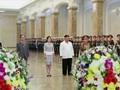 VIDEO: Kim Jong-un Ziarah ke Makam Kakeknya, Pendiri Korut