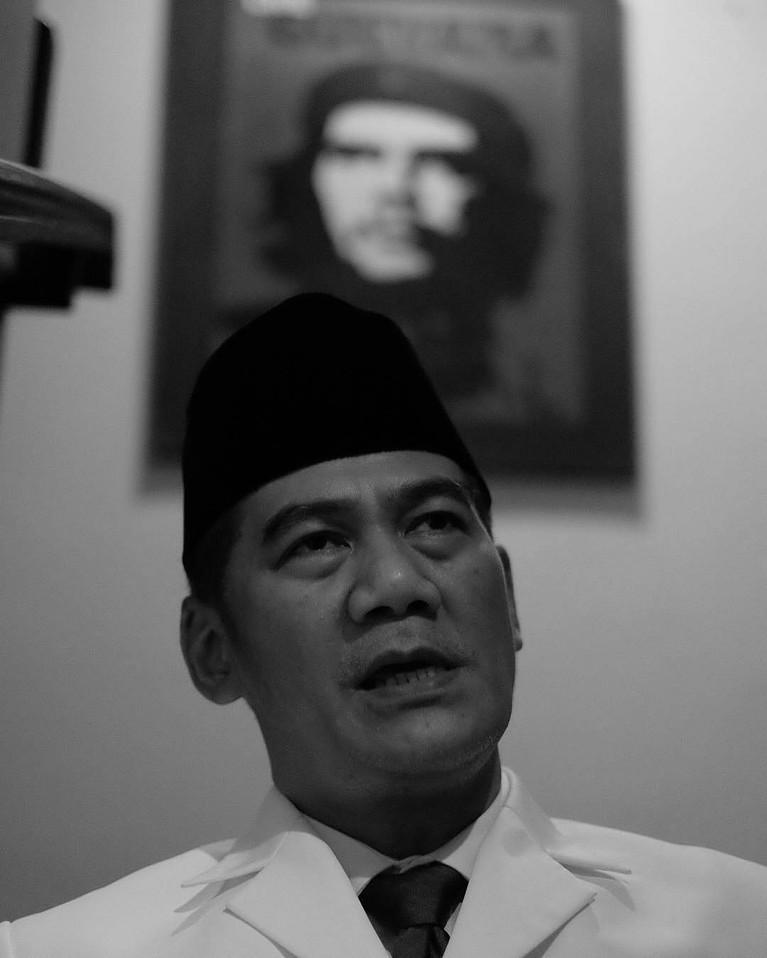 Bebas dari penjara untuk kedua kalinya, Tio Pakusadewo hijrah untuk kedua kalinya. Berikut ini potret Tio Pakusadewo!