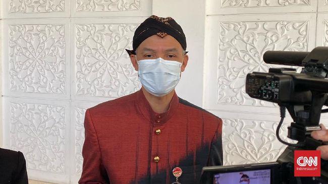 Gubernur Jawa Tengah Ganjar Pranowo sudah menyetujui tempat wisata tetap buka di musim libur lebaran dengan syarat pengelola tempat wisata menjalankan prokes.