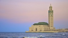 Masjid Hasan II dengan Menara Penerang Samudra
