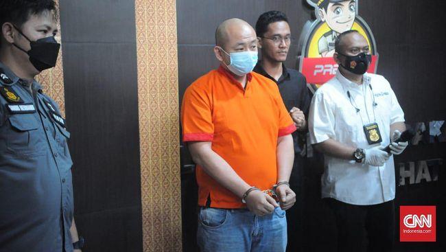 Tersangka penganiaya perawat di RS Palembang minta maaf dan mengaku emosi sesaat serta kelelahan sehingga melakukan tindak kekerasan.