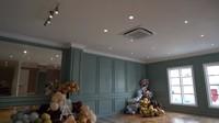 <p>Di rumah Zaskia dan Irwansyah juga ada ruangan yang mirip seperti <em>hall</em> di hotel, Bunda. Kata mereka, ruangan tersebut diniatkan sebagai tempat untuk berkumpul jika ada acara sepertikajian atau yang lainnya. (Foto: YouTube: The Sungkar Family)</p>