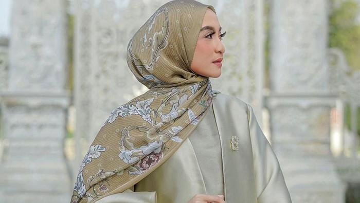 6 Top Brand Hijab Lokal yang Laris Manis Diburu Hijaber!