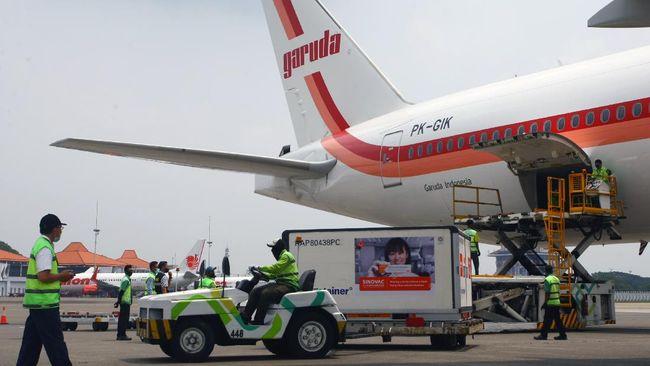 Sebanyak 6 juta bahan vaksin kembali tiba di Indonesia. Tambahan bahan vaksin ini mewarnai rangkuman pemberitaan Covid, Minggu (18/4).