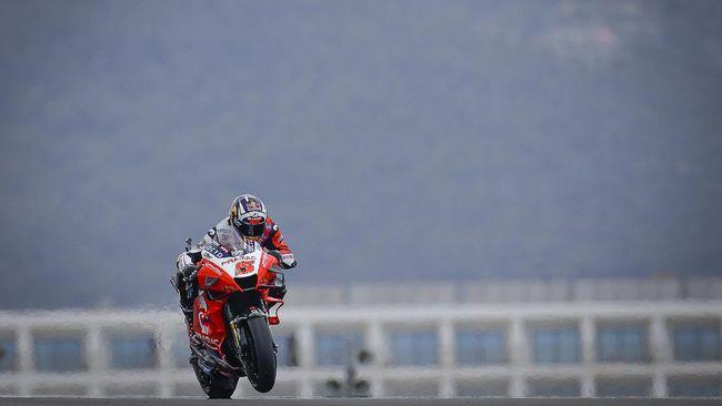 Pembalap Pramac Racing Johann Zarco mengungkap penyebab kecelakaan aneh yang dialaminya pada MotoGP Portugal di Sirkuit Portimao, Minggu (18/4).