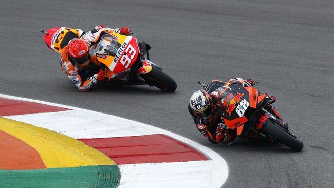 Joan Mir minta Marc Marquez dihukum jelang MotoGP Portugal 2021 setelah mengganggunya dengan aksi berbahaya pada babak kualifikasi.