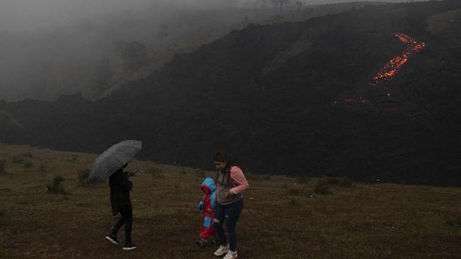 Erupsi Gunung Pacaya di San Vicente, Guatemala, terus memuntahkan aliran lahar.