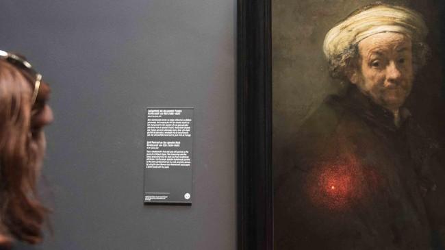 Lahir di Leiden, Belanda, pelukis Rembrandt Harmenszoon van Rijn meninggalkan sederet karya seni yang kini dapat dinikmati di kota kelahirannya.