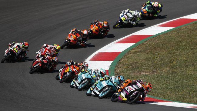 Pedro Acosta meraih kemenangan sensasional pada balapan Moto3 GP Portugal. Sementara pembalap Indonesia Gresini Gabriel Rodrigo finis kelima.