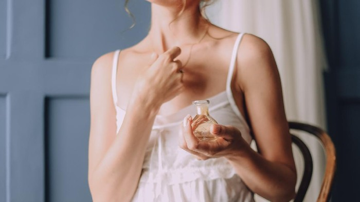 Semprotkan Parfum di Titik Ini Agar Wanginya Tahan Lama!