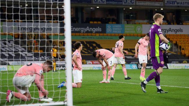 Sheffield United dipastikan degradasi dari Premier League, sementara Norwich City meraih tiket promosi ke kompetisi tertinggi dalam sistem sepak bola Inggris.