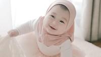 <p>Kelahiran Baby Rumi menjadi anugerah sekaligus menjadi kado bagi Dian pelangi lho, Bunda. Istri Sandy Nasution itu menyebutkan bahwa ia lahir kembali sebagai 'ibu' ketika Rumi hadir ke dunia. (Foto: Instagram @dianpelangi)</p>