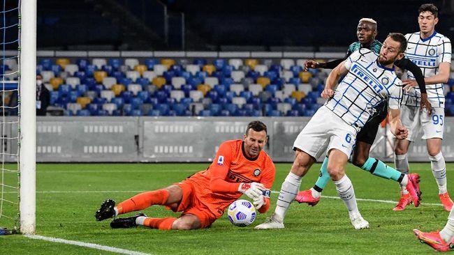 Duel Napoli vs Inter Milan berakhir imbang 1-1 dalam lanjutan Liga Italia di Stadion Diego Armando Maradona, Senin (19/4) dini hari waktu Indonesia.