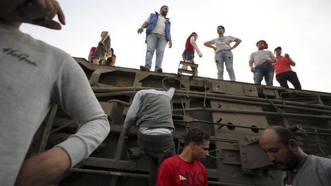 Kecelakaan kereta api di Mesir diduga disebabkan oleh faktor infrastruktur dan pemeliharaan yang buruk.