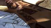 Perajin dari Basque memeringati pemboman Gernika dengan menghidupkan kembali lukisan Guernica Pablo Picasso dengan cokelat.