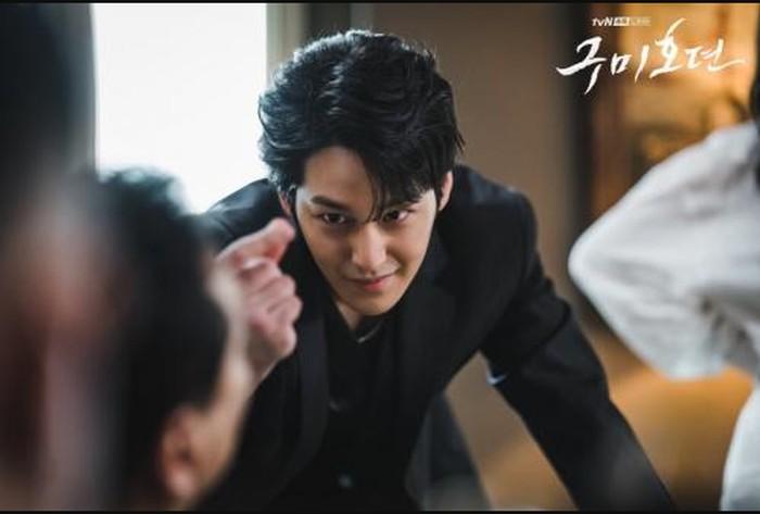 Lama enggak muncul di TV, Kim Bum langsung kembali dengan peran antagonis dalam drama Tail of The Nine Tailed, setelah selesai wajib militer / foto: tvndramaofficial