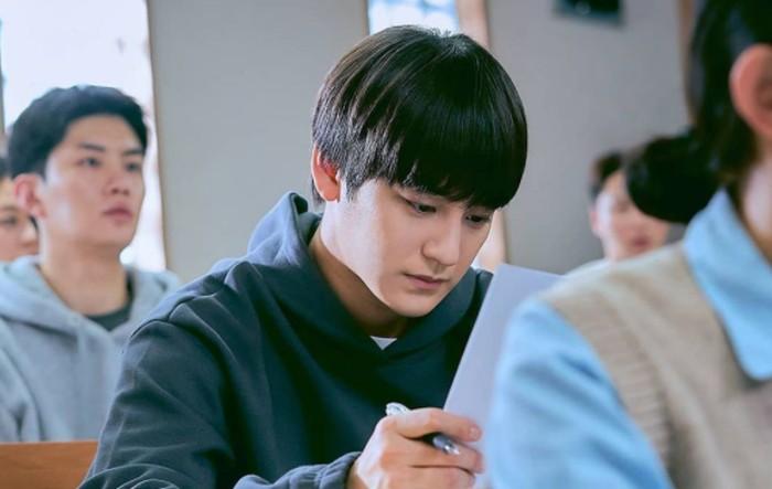 14 April 2021 lalu, drama terbaru Kim Bum berjudul Law School resmi tayang. Di sini Kim Bum berperan sebagai mahasiswa jurusan hukum yang memiliki otak cerdas. Ada yang sudah nonton? / foto: jtbcdrama