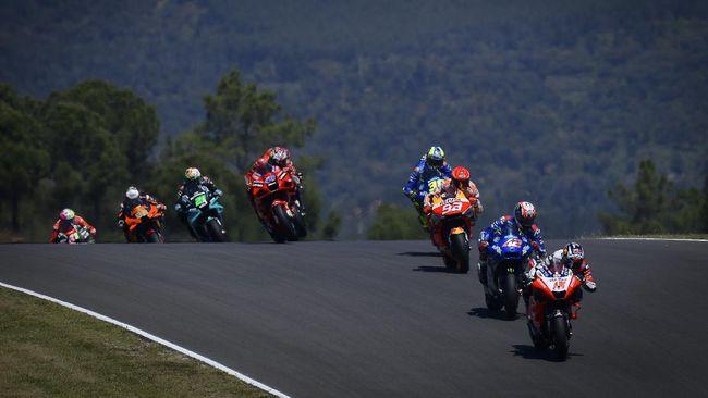 Juara dunia delapan kali Marc Marquez nyaris kecelakaan di MotoGP Portugal 2021 di Sirkuit Algarve, Minggu (18/4).