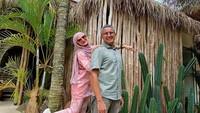 <p>Natalie Sarah menikah dengan Adullah Rizal, pada 2007 silam. Kini, mereka sudah 14 tahun menjalani kehidupan berumah tangga. Ini adalah pernikahan kedua bagi artis cantik yang mualaf sejak 2001. (Foto: Instagram @natalie_sarahs).</p>