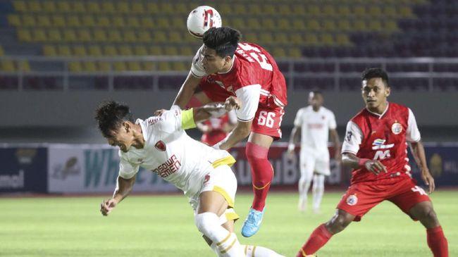 Rapor Persib yang belum terkalahkan dalam Piala Menpora 2021 tak membuat pelatih Persija Sudirman gentar.