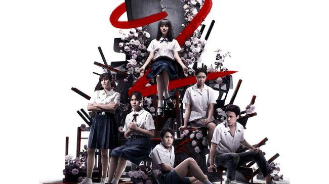 Nanno (Kitty Chicha Amatayakul) kembali datang memberi teror di beberapa sekolah baru dalam serial Girl from Nowhere 2.