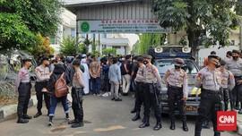 Sidang Tak Disiar Online, Simpatisan Rizieq Datangi PN Jaktim
