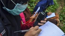 FOTO: Handy Talky, Belajar Jarak Jauh Ala Madrasah di Ciamis