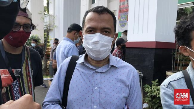 Tim Rizieq memprotes kehadiran epidemiolog sebagai saksi ahli oleh jaksa, karena merupakan bagian dari Satgas Covid Bogor yang melaporkannya.