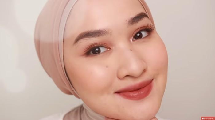 Tampil Fresh Saat Bukber Virtual dengan Tutorial Makeup dari Kiara Leswara