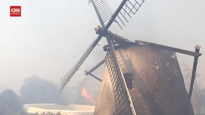 VIDEO: Kebakaran di Cape Town Hanguskan Bangunan Besejarah