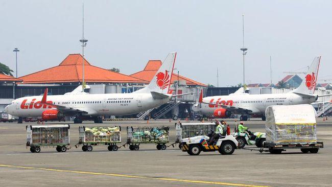Menteri Perhubungan Budi Karya menyebut pergerakan pesawat mulai membaik di tahun kedua pandemi Covid-19.