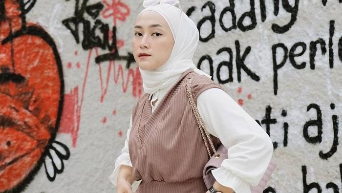 6 Mix and Match Rompi Rajut ala Kenasti Putri, Hijaber Surabaya