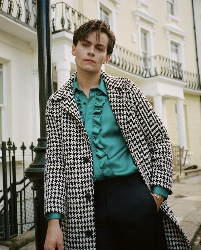 Aktor Inggris, Freddy Carter, dalam pemotretan terbaru untuk editorial majalah Boys by Girls. Foto: instagram.com/suziestreety/