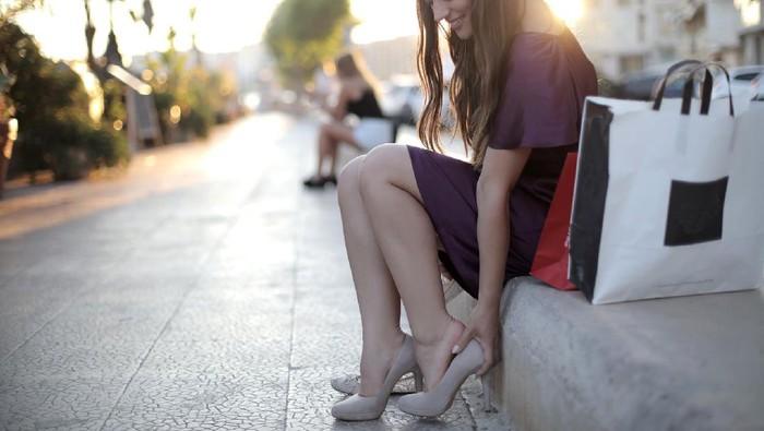 5 Cara Efektif Kurangi Lecet dan Sakit Pakai High Heels
