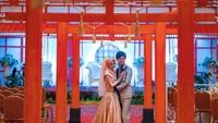 <p>Pernikahan mereka digelar di Kalimantan dengan mengusung konsep perpaduan budaya Jepang-Indonesia. Dekorasi pesta juga dibuat seperti berada di Negeri Sakura (Foto: Instagram @liakato23).</p>