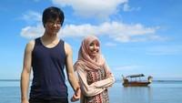 <p>Namun keduanya kembali dipertemukan ketika Hiro kembali ke Indonesia. Hiro yang sedang dalam proses mempelajari agama Islam mulai dekat dengan keluarga Lia (Foto: Instagram @liakato23).</p>