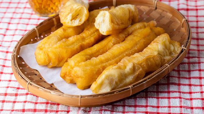 Cakwe jadi salah satu kudapan yang bisa disajikan sebagai menu takjil Anda. Berikut resep praktis cakwe saus kacang untuk berbuka puasa.