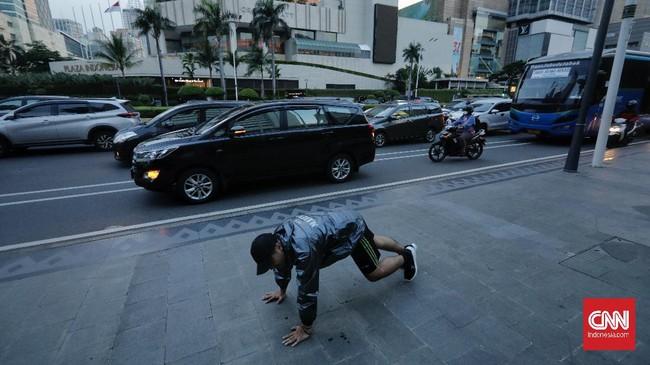Penumpukan kendaraan pada jam menjelang buka puasa menyebabkan kemacetan di sejumlah ruas jalan di Jakarta.