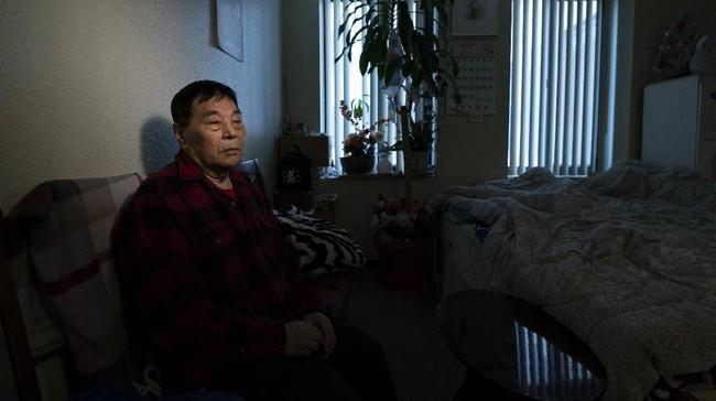 Penduduk dari Korea, terutama para lansia, yang tinggal di Los Angeles, AS, kini resah akibat marak kekerasan rasial.