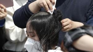 FOTO: Kepala Plontos Siswa Korsel untuk Protes Limbah Nuklir