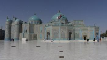 Masjid Biru di Afghanistan yang Didatangi Ribuan Merpati