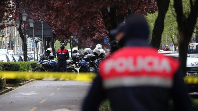Sebanyak lima orang terluka dalam penusukan di dekat sebuah masjid di Tirana, Albania.