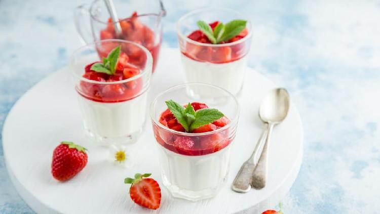 vanilla cream cheese and strawberry dessert on glasses, selective focus