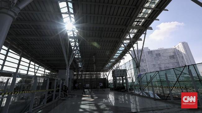 Menteri Perhubungan Budi Karya Sumadi menargetkan revitalisasi Stasiun Bekasi selesai akhir 2021.