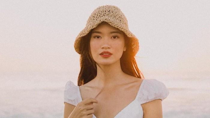 7 Mix & Match Outfit Serba Putih ala Danella Ilene, Juara Indonesia's Next Top Model