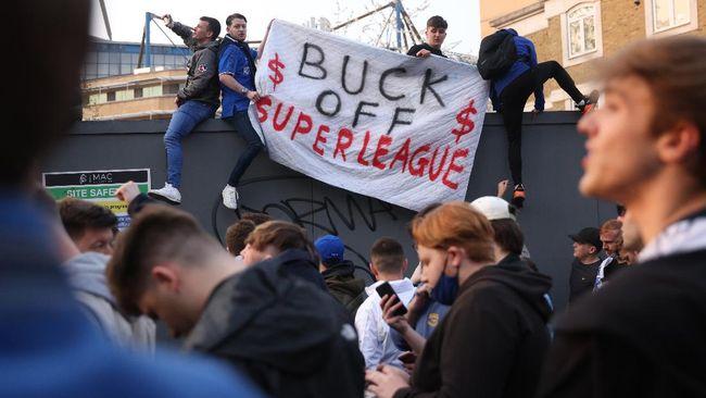 Presiden Real Madrid Florentino Perez menyebut protes European Super League di Stamford Bridge digerakkan oleh seseorang.
