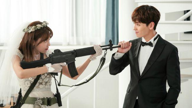 So I Married the Anti-Fan merupakan hasil adaptasi novel bertajuk serupa karya Kim Eun-jung yang diterbitkan pada 2010.