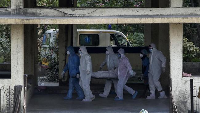 Sebagian besar pusat krematorium di India kerepotan mengkremasi jenazah pasien corona yang terus berdatangan.